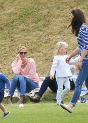 Kate Middleton Booty in Jeans -58