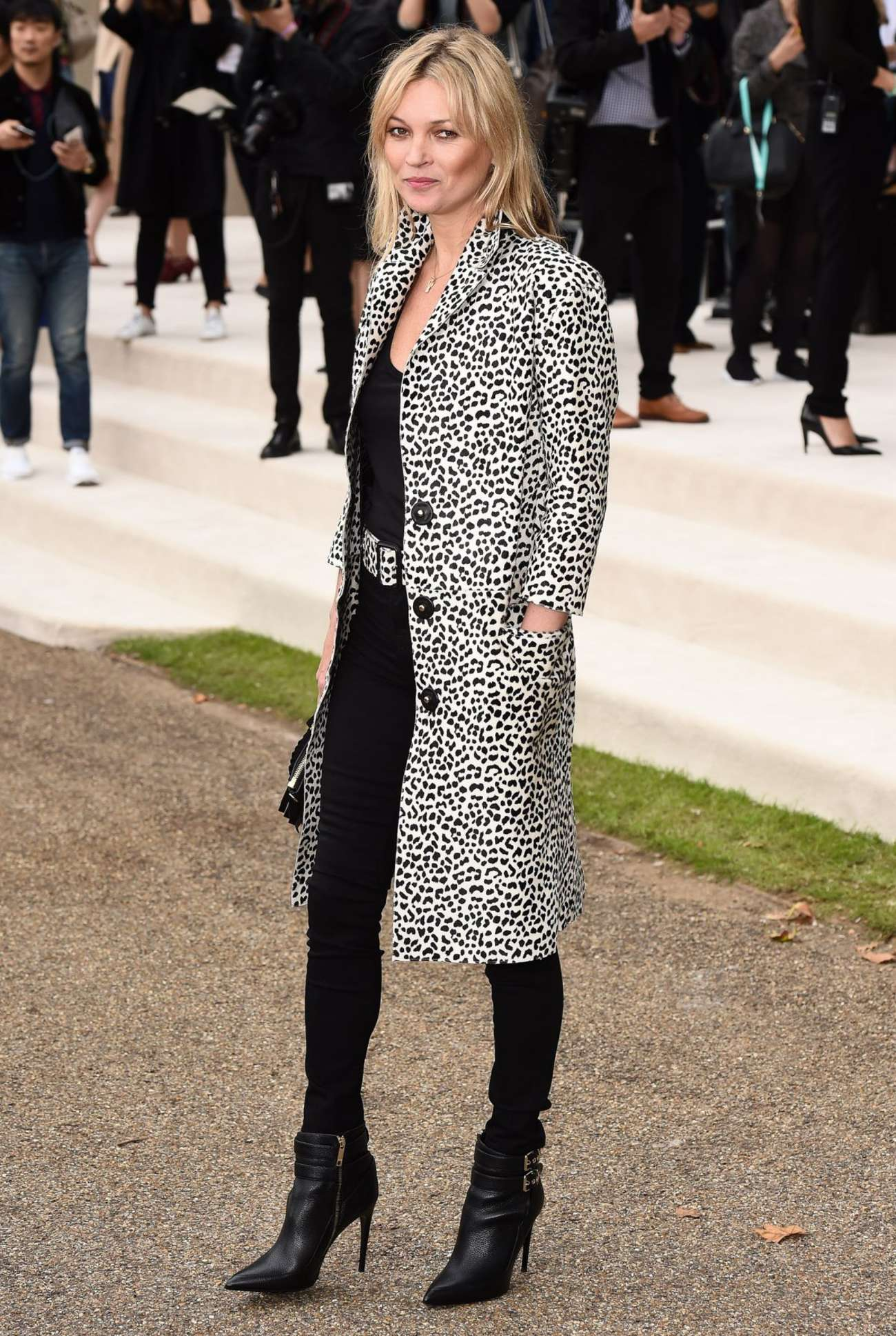 Kate Moss: Burberry Prorsum Fashion Show -05
