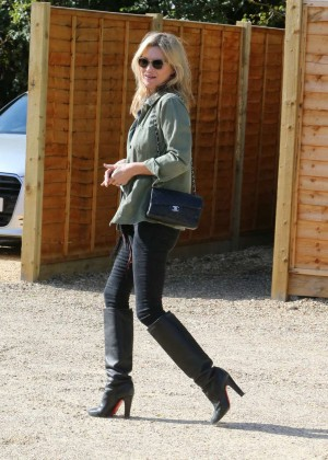Kate Moss - Heads To Lunch in LA