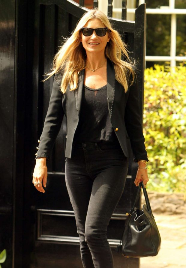 Kate Moss - Leaving her home in London