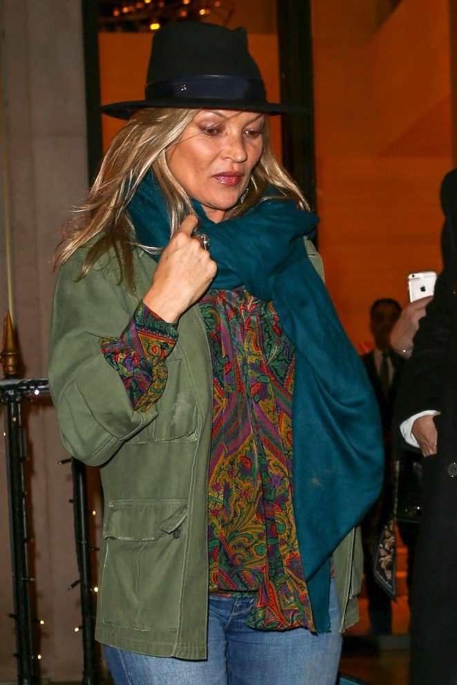 Kate Moss - Shopping at Louis Vuitton Paris Montaigne in Paris