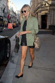 Kate Moss - Shopping on Bond Street in London