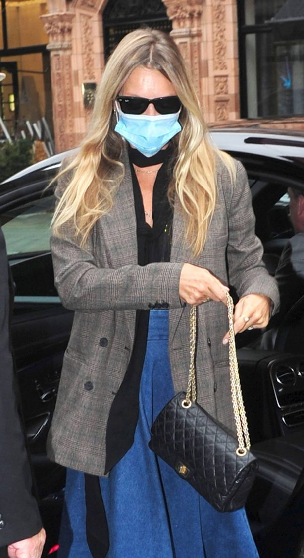 Kate Moss - Wearing a protective face mask in London