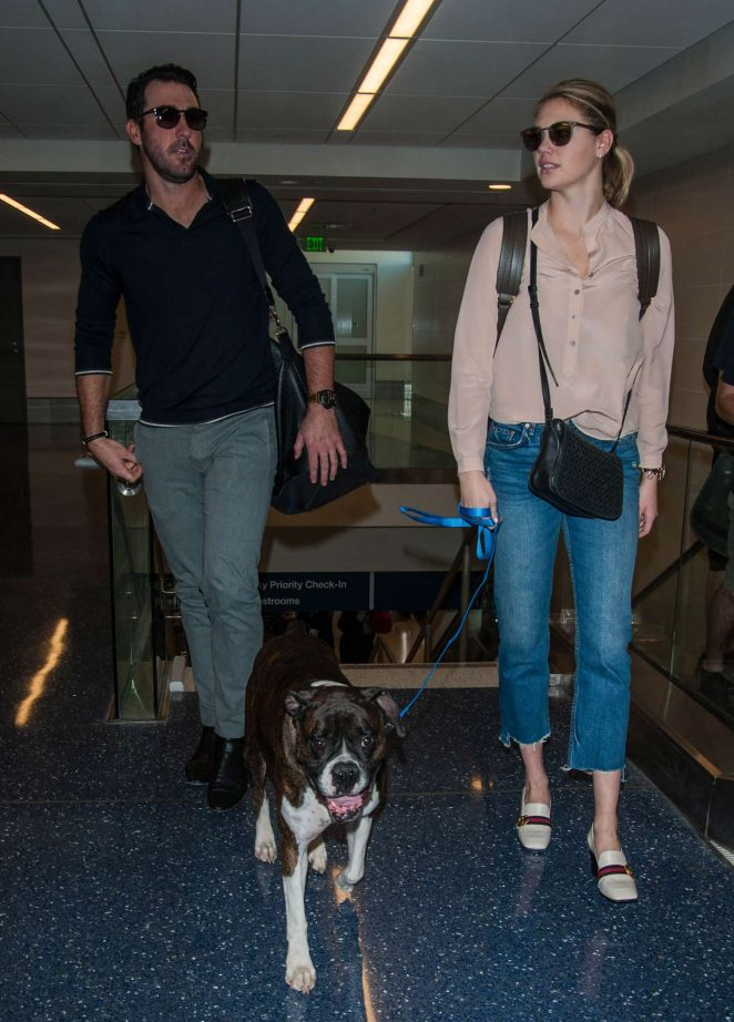 Kate Upton and Fiance Justin Verlander at LAX Airport -05