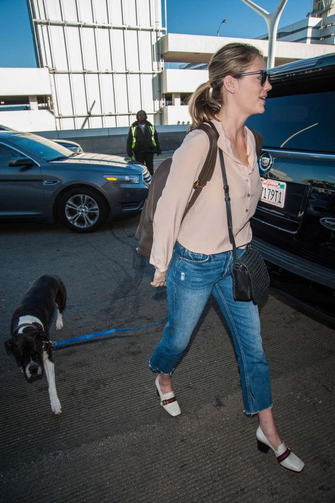 Kate Upton and Fiance Justin Verlander at LAX Airport -07