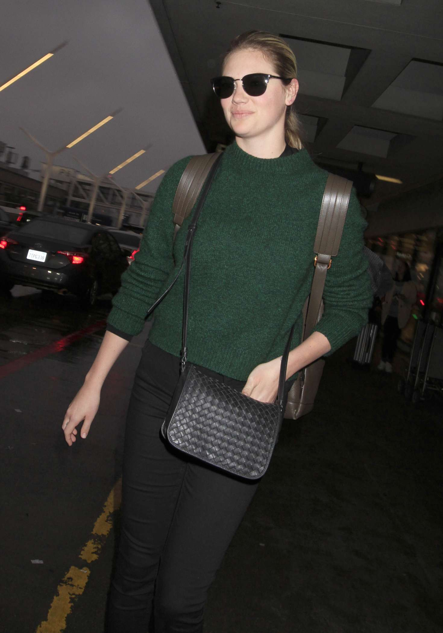 Kate Upton - Arrives at LAX Airport in Los Angeles