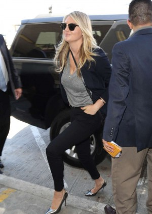 Kate Upton  - Arrives at Los Angeles International Airport in LA