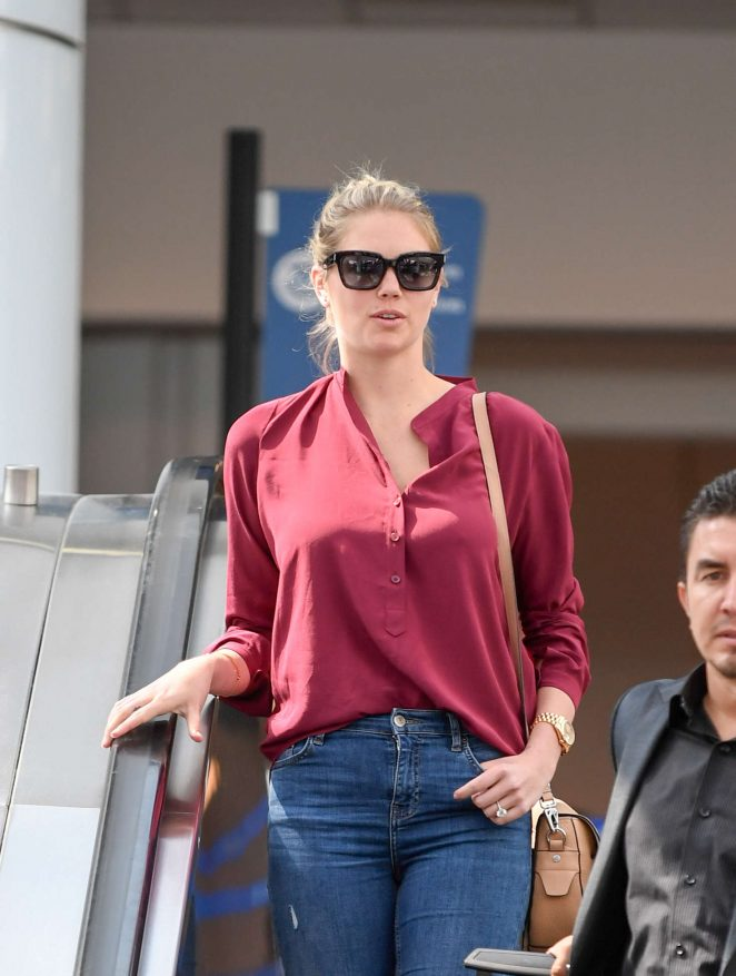 Kate Upton Arriving at LAX Airport in Los Angeles