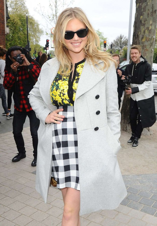 Kate Upton - Arriving at the Vogue Festival in London