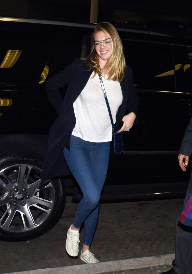 Kate Upton - Catches a Late Night Flight From LAX Airport in LA