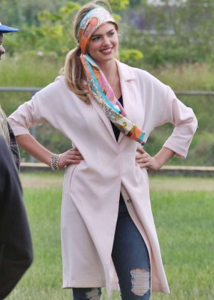 Kate Upton - Filming 'The Layover' in Vancouver