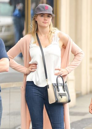 Kate Upton heading to lunch at Sarabeth's in New York City