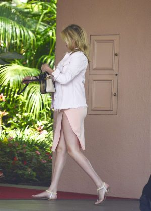 Kate Upton - Heads at The Beverly Hills Hotel in Los Angeles