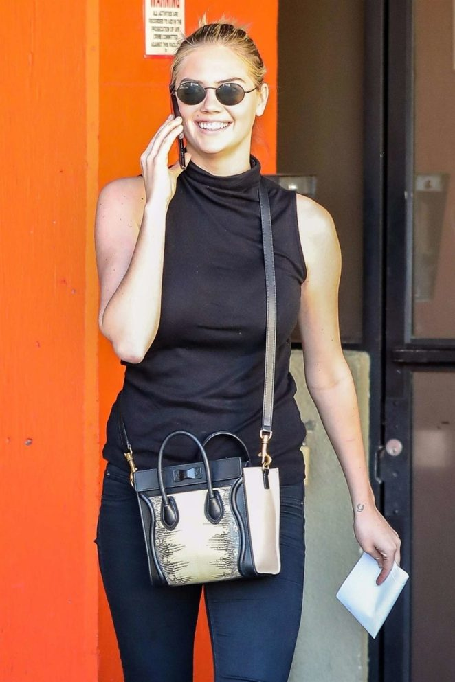 Kate Upton - Heads to a friends house in Santa Monica