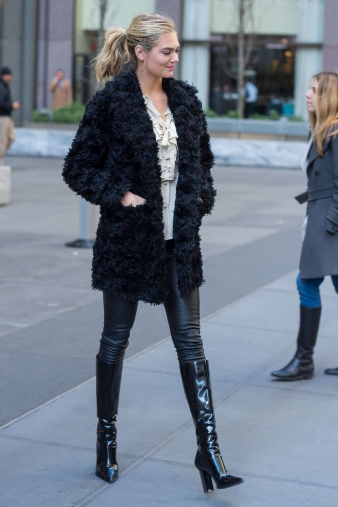 Kate Upton in Black Fur Coat -08