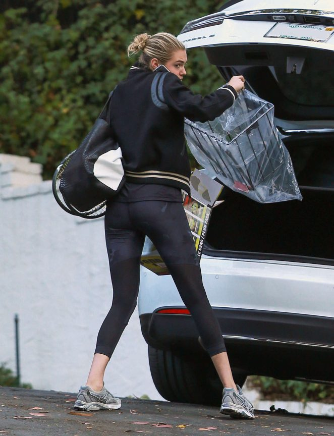 Kate Upton in Spandex Heading to a Friend's House in LA