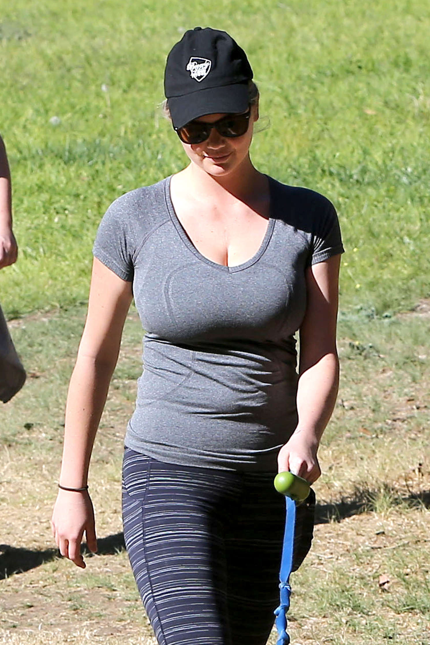 Kate Upton In Tight Leggings Hiking In Brentwood Gotceleb