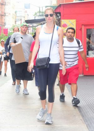 Kate Upton in Tights Heading to the Gym in New York City