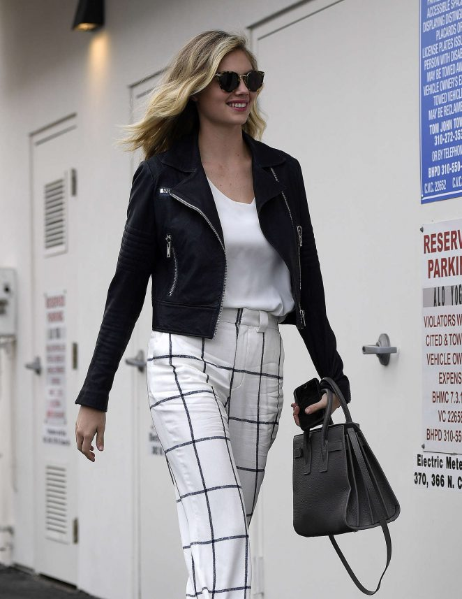 Kate Upton - Out and About in Beverly Hills
