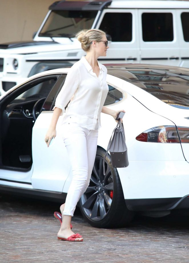 Kate Upton out in Beverly Hills -01