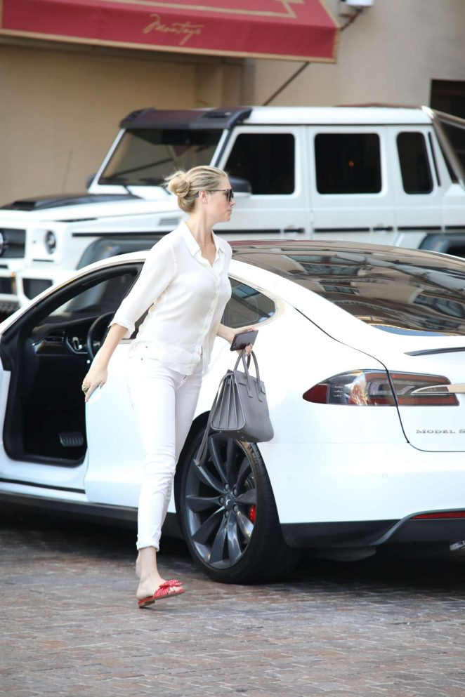 Kate Upton 2017 : Kate Upton out in Beverly Hills -04