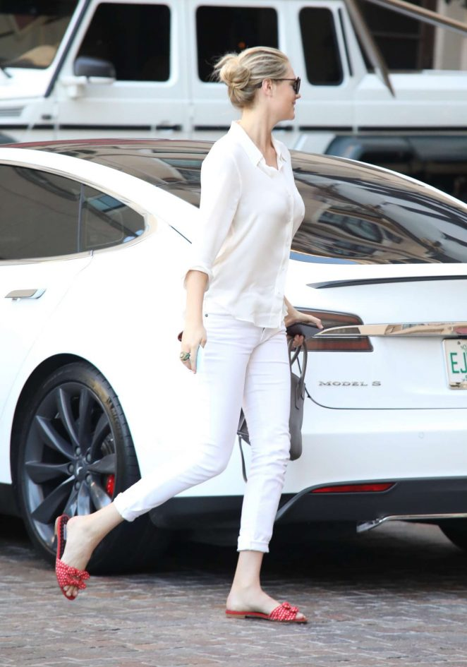 Kate Upton out in Beverly Hills -05