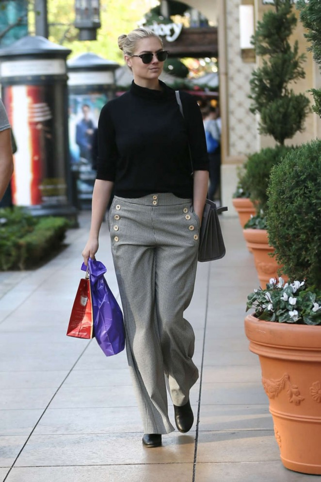 Kate Upton - Shopping at The Grove in Hollywood