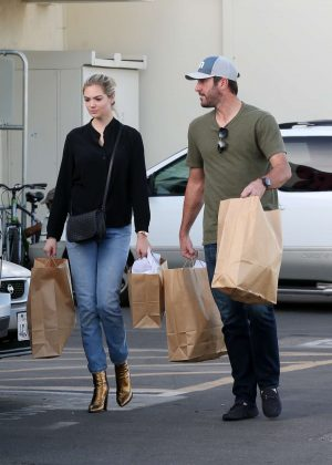 Kate Upton Shopping in Los Angeles
