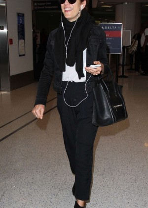 Kate Walsh - Arrives at Los Angeles International Airport