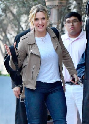 Kate Winslet - Arrives at her hotel in Santa Monica