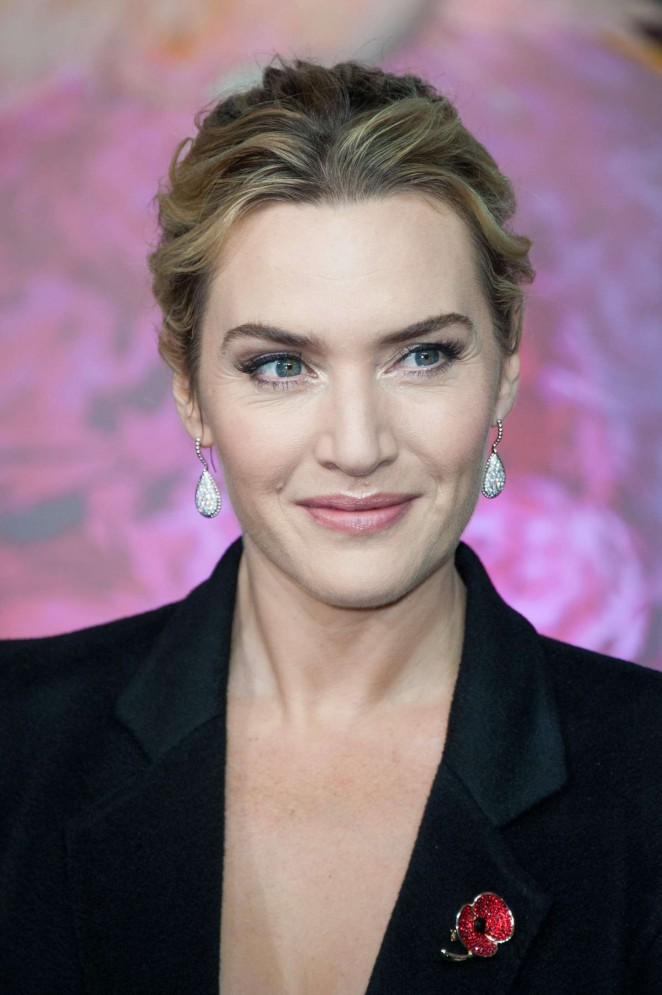 Kate Winslet: Opening the Christmas Shopping Window -11