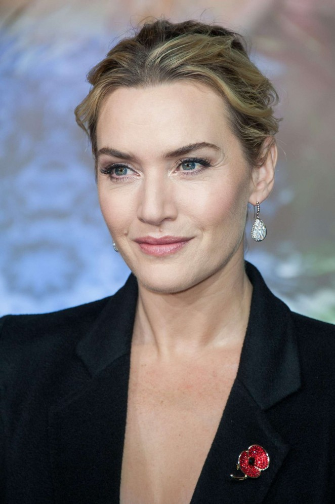 Kate Winslet: Opening the Christmas Shopping Window -13