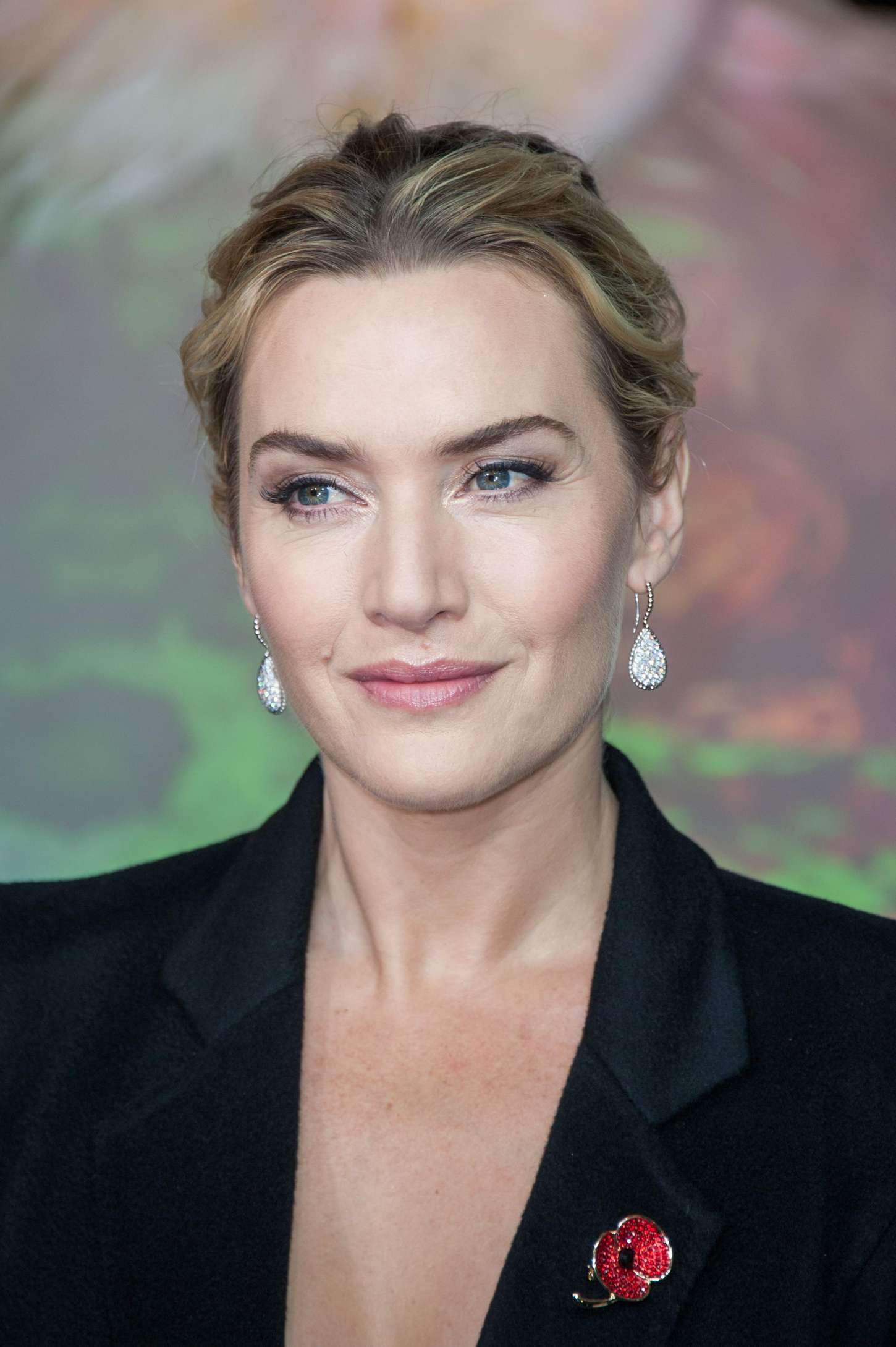 Kate Winslet: Opening the Christmas Shopping Window -15