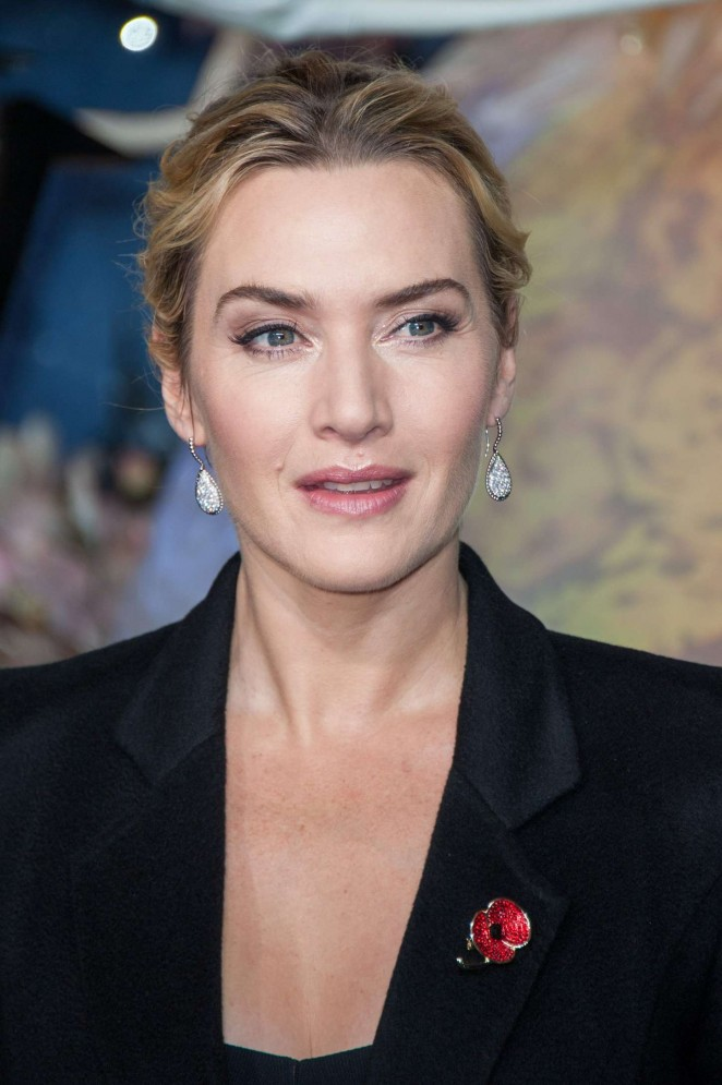 Kate Winslet: Opening the Christmas Shopping Window -18