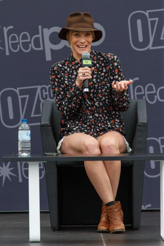 Katee Sackhoff: Panel at Oz Comic-Con 2016 -09