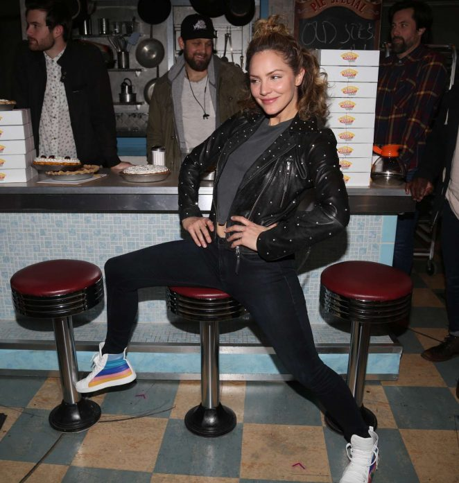 Katharine McPhee - Backstage at the hit musical 'Waitress' on Broadway in NYC