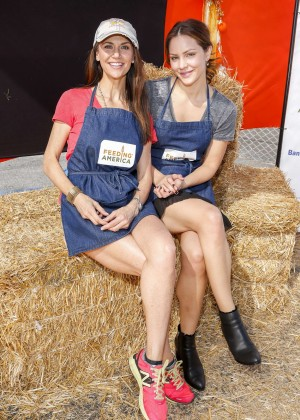 Katharine McPhee - Holiday Harvest Volunteer Event At Shawn's Pumpkin Patch in Culver City