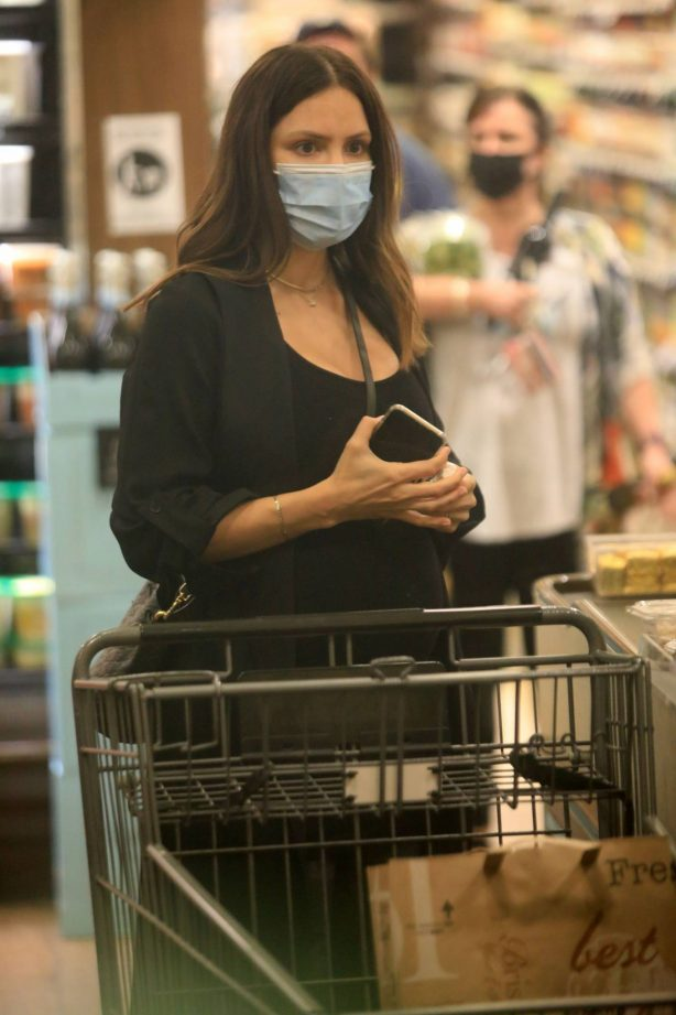 Katharine McPhee - Seen inside Bristol Farms while shopping for grocery
