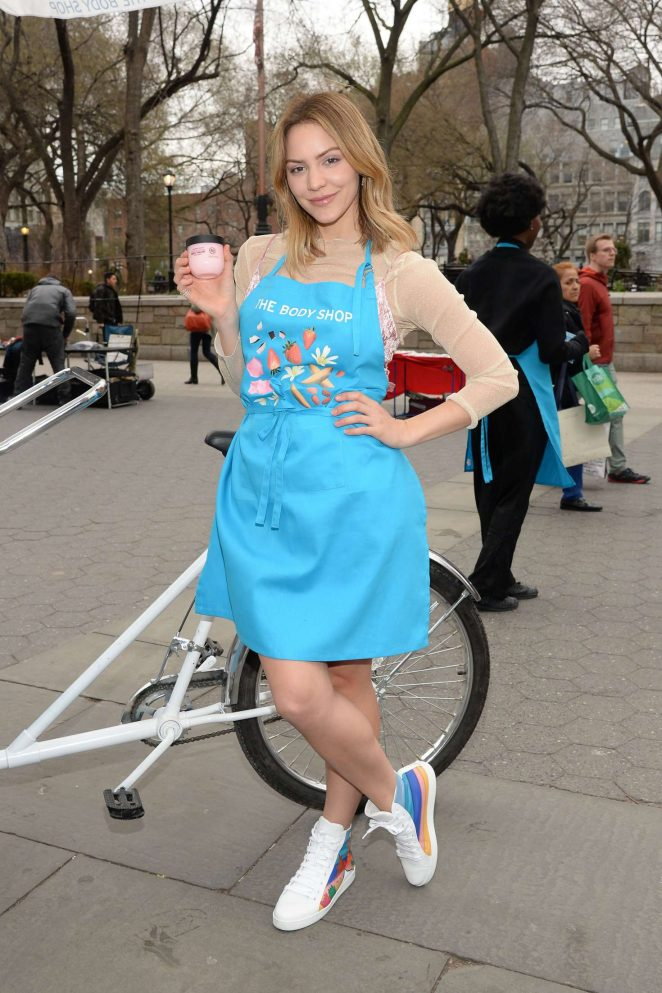 Katharine McPhee - The Body Shops new Body Yogurts mobile cart in New York