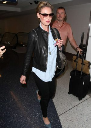 Katherine Heigl - Arriving at Los Angeles International Airport