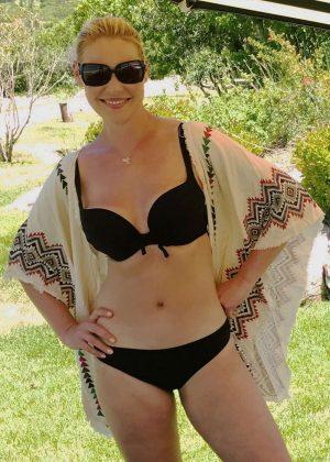 Katherine Heigl in Bikini - Personal Pics
