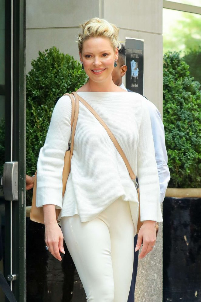 Katherine Heigl – Leaves a hotel in New York