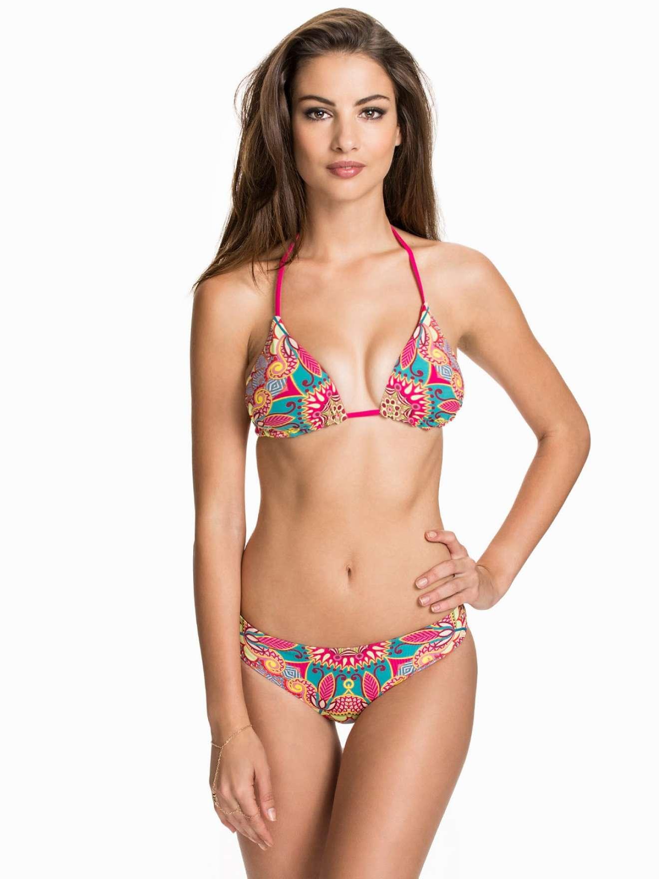Katherine Henderson – Bikini Photoshoot