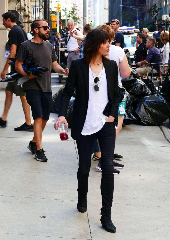 5a919709260734 Katherine Moennig and Liev Schreiber  Filming Ray Donovan -02 – GotCeleb