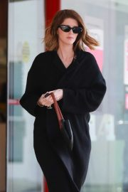 Katherine Schwarzenegger - Drops off her dry-cleaners in Brentwood