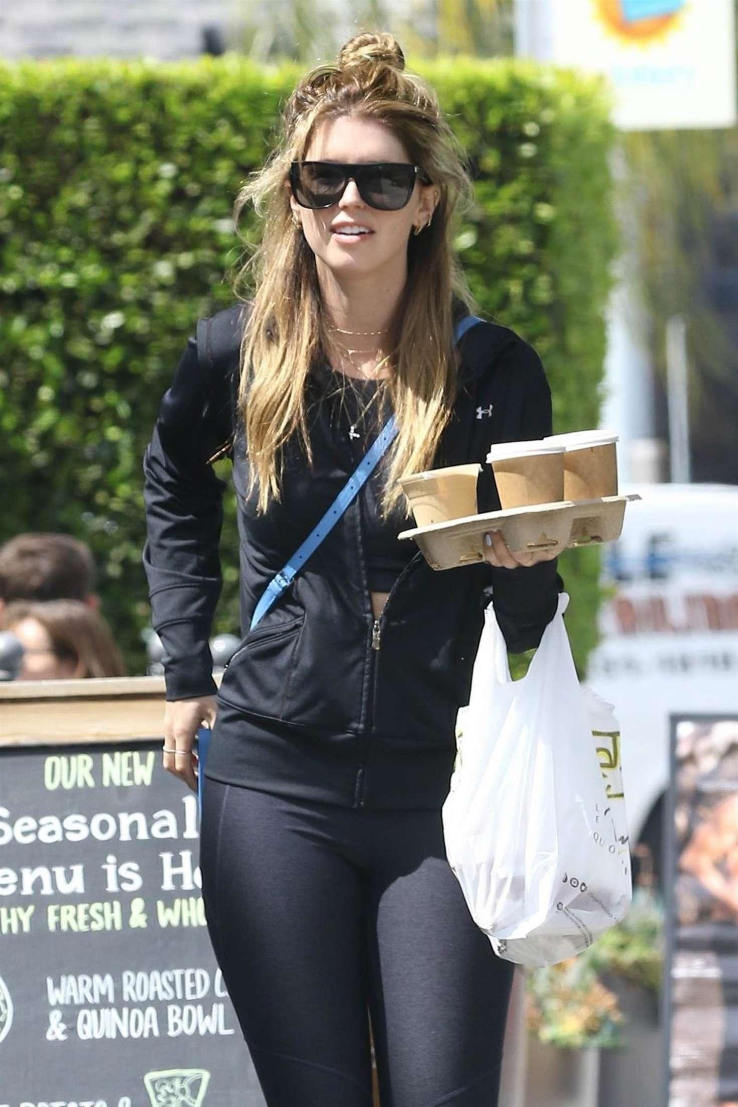 Katherine Schwarzenegger Grabbing Coffee In Brentwood Gotceleb