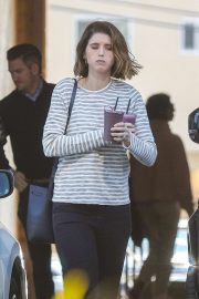 Katherine Schwarzenegger - Grabs two purple smoothies in Brentwood