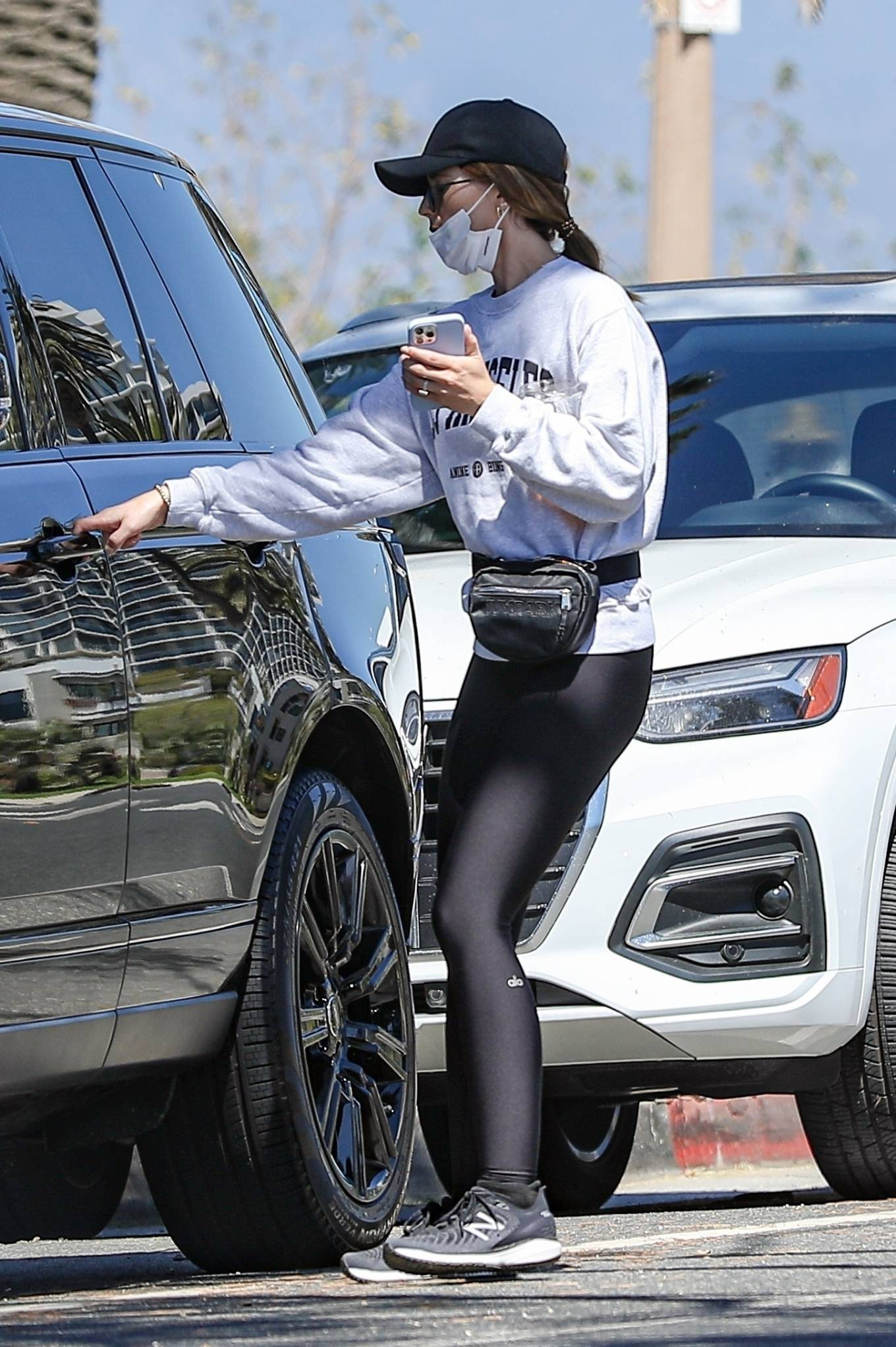 Katherine Schwarzenegger - In yoga leggings while out and about in Sta. Monica