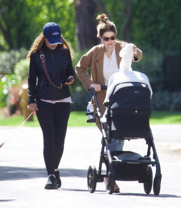 Katherine Schwarzenegger - Out for a stroll with her mom Maria Shriver in New York