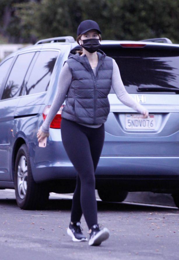 Katherine Schwarzenegger - Out for a walk in Santa Monica